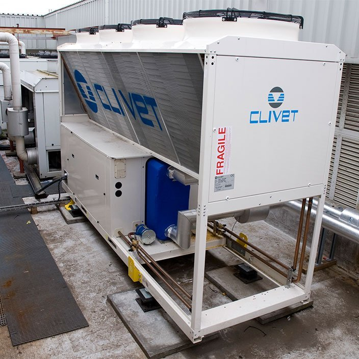 Roof mounted air chiller unit