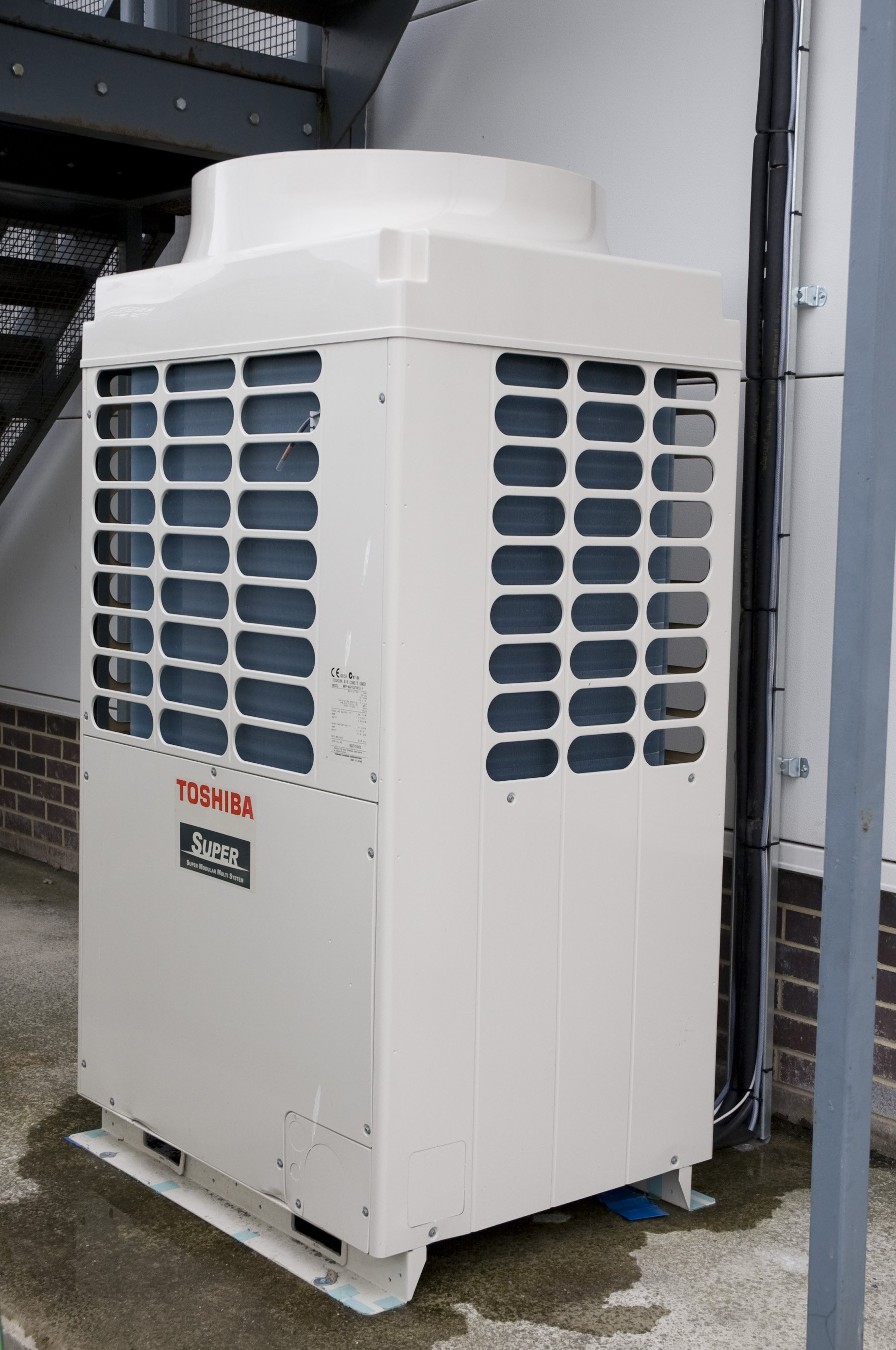 Commercial air conditioning installation