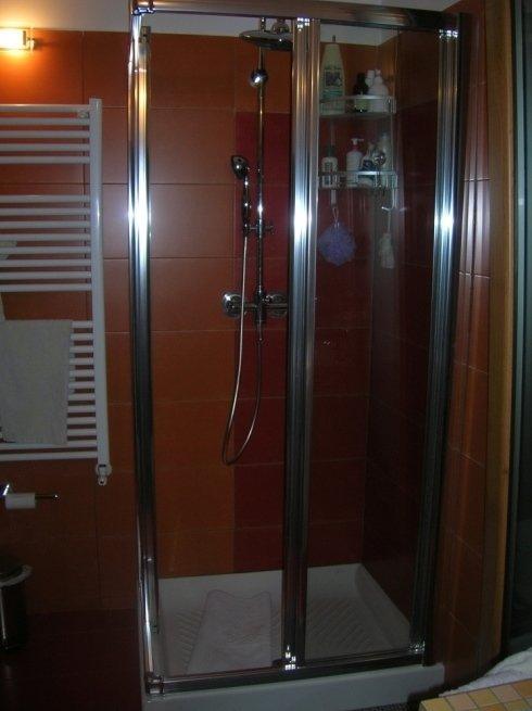 box doccia in alluminio cromato con cristallo trasparente