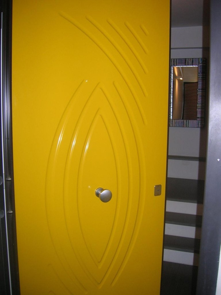 portone blindato giallo