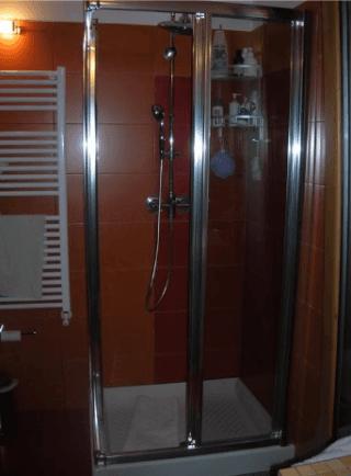 vista frontale di un Box doccia alluminio