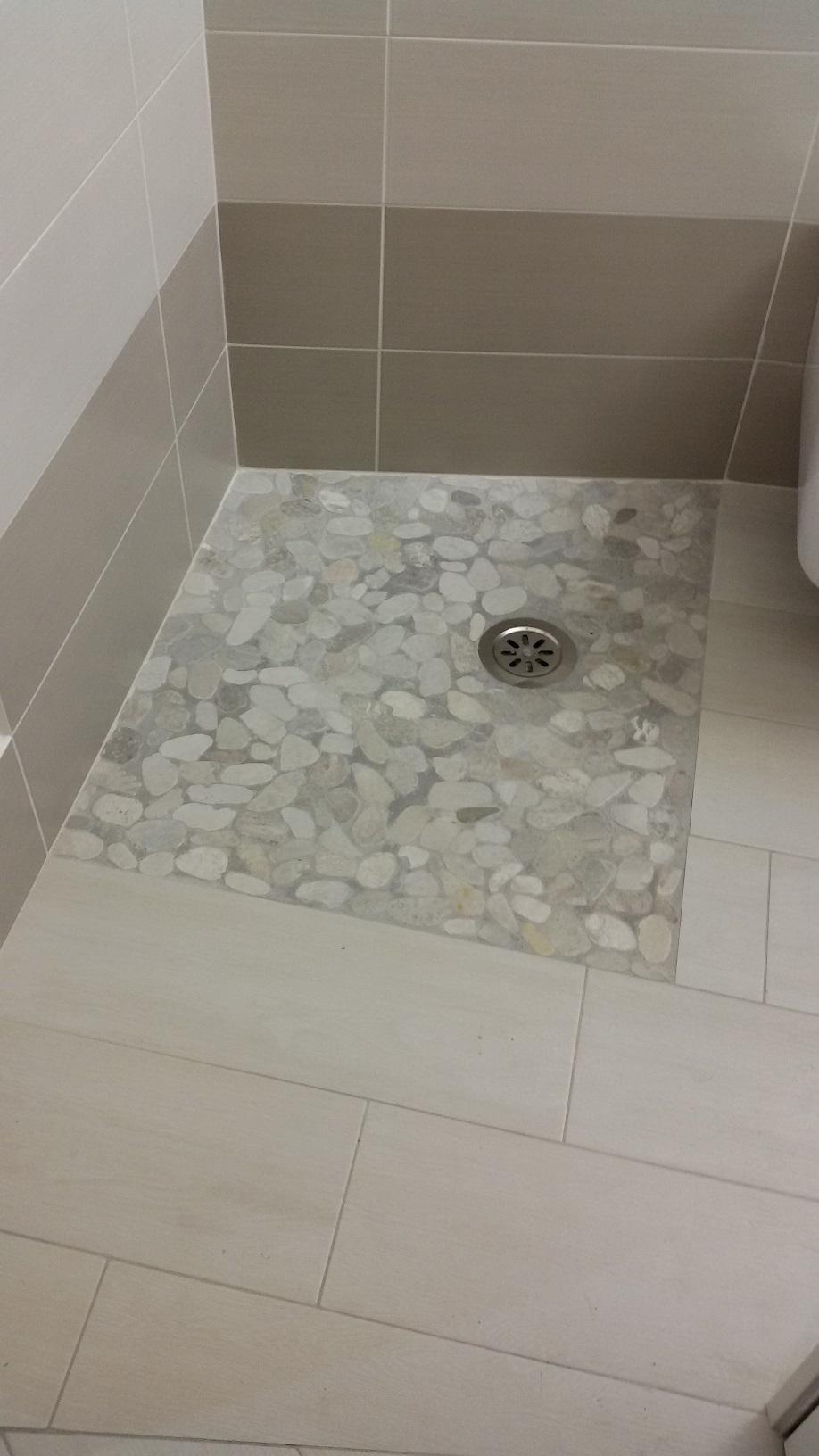 Piatto doccia a raso con mosaico palladiano di marmo