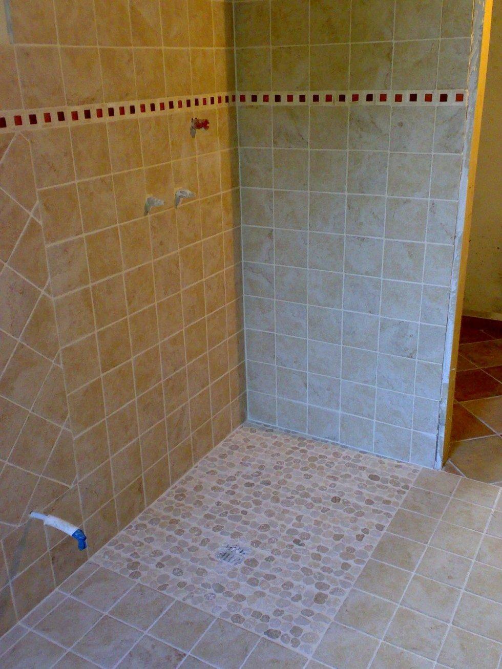 Piatto doccia a raso in mosaico di marmi naturali