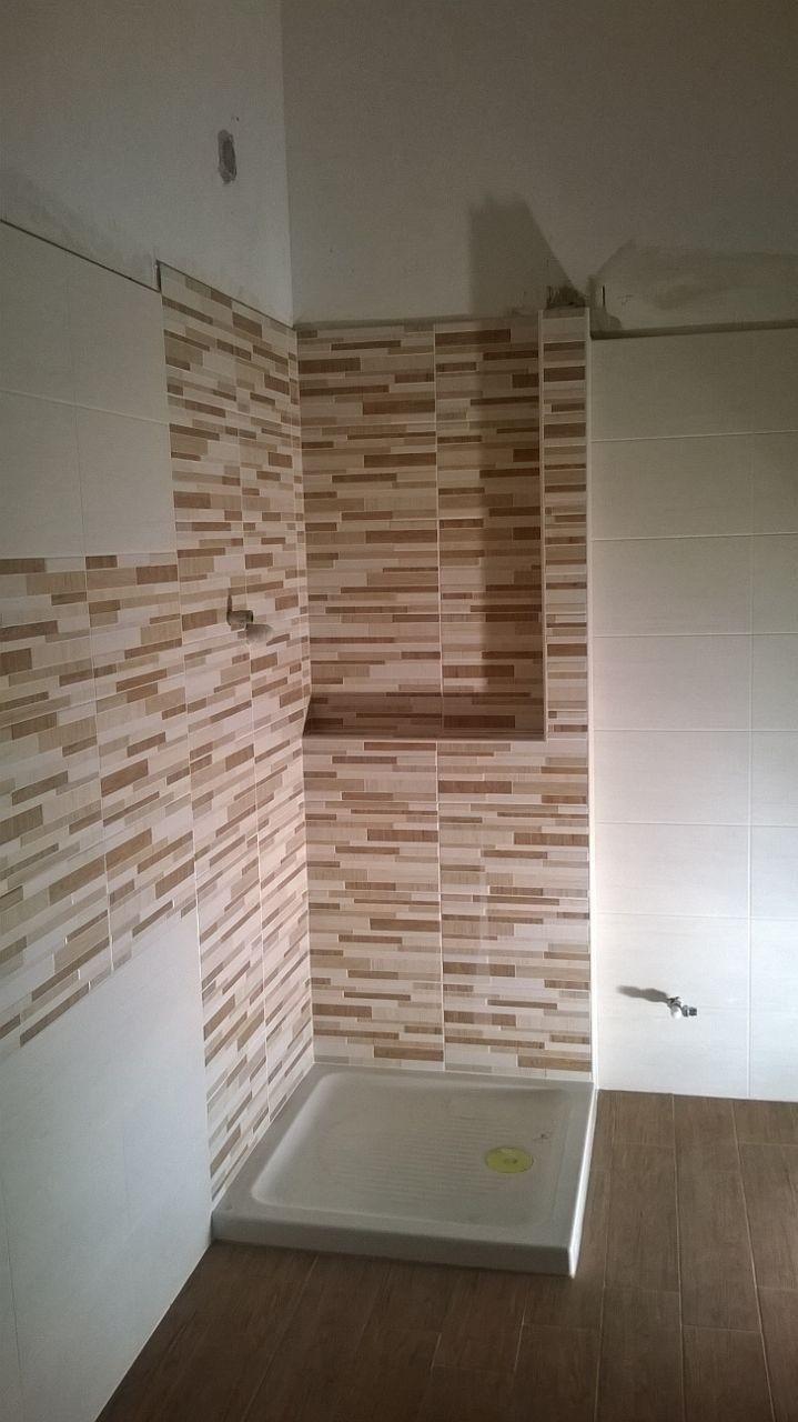 Pavimento e rivestimento in ceramica effetto legno