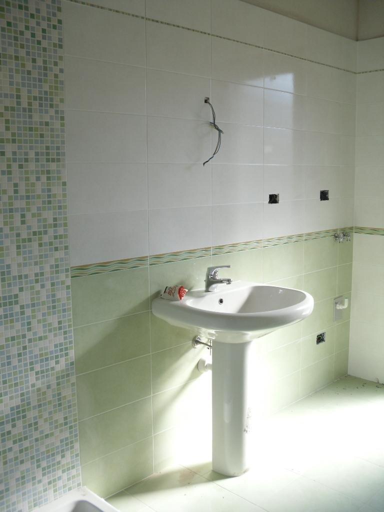 Piastrelle bagno effetto mosaico bianco e verde