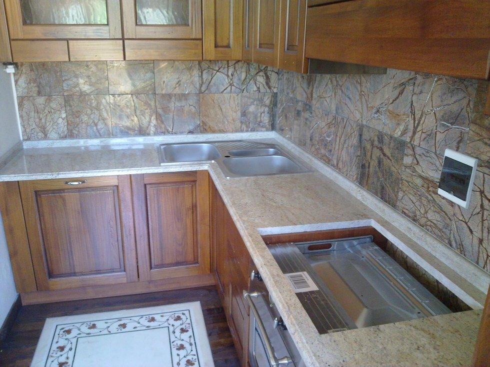 piano cucina in granito indiano
