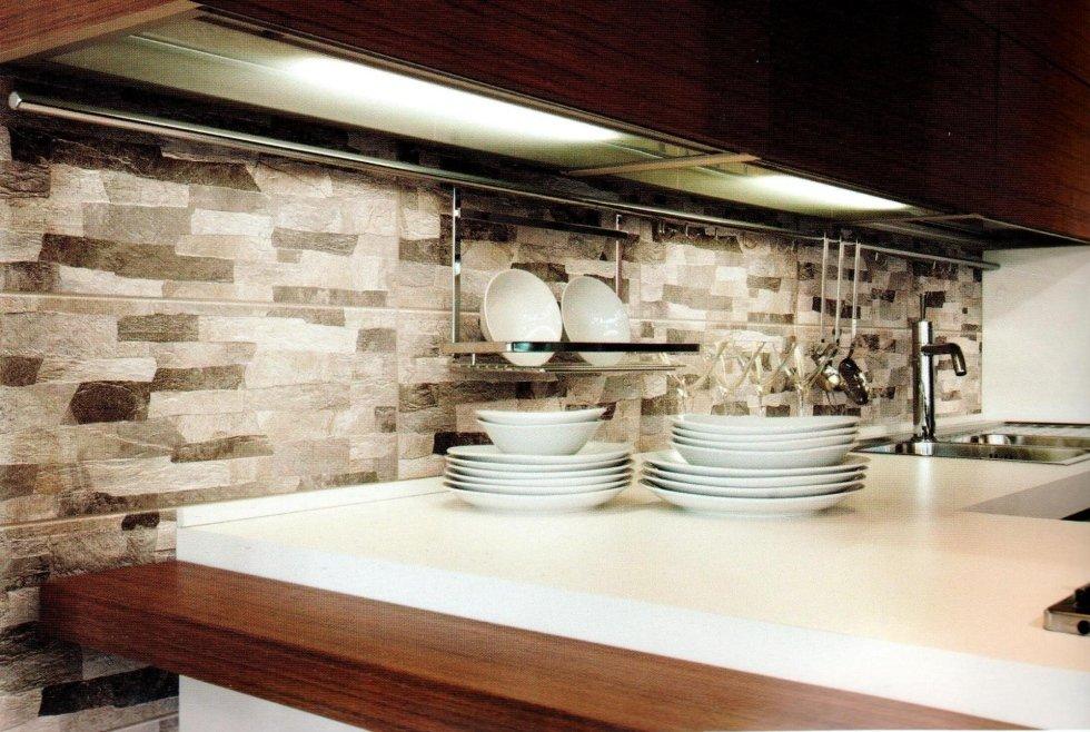 Piastrelle per cucina asti tralli marmi ceramiche for Rivestimenti per cucine classiche