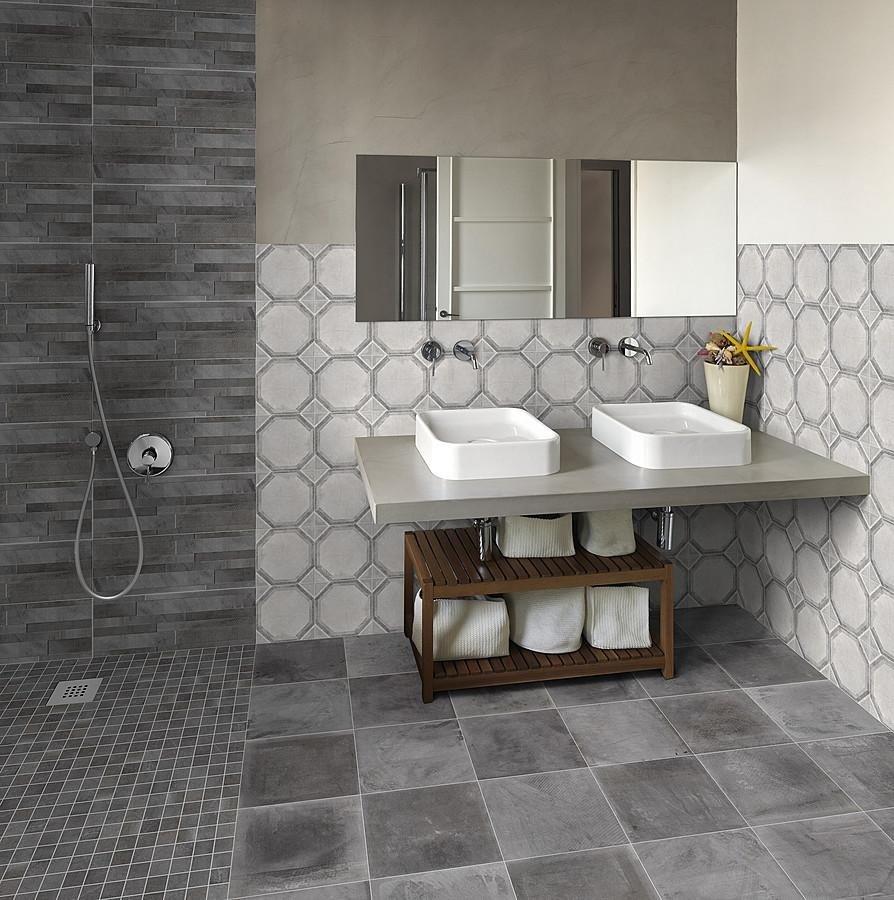 Effetto cotto/cemento con rivestimento doccia a muretto Asti