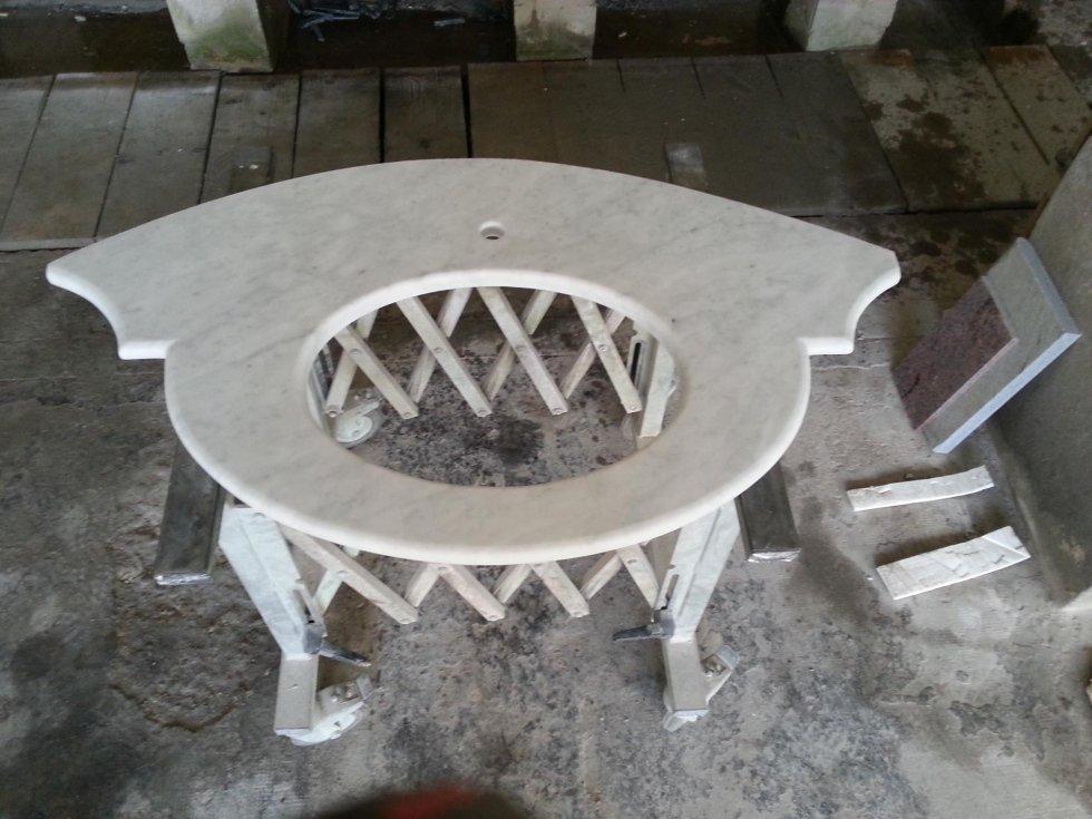 top sagomato in marmo bianco di carrara