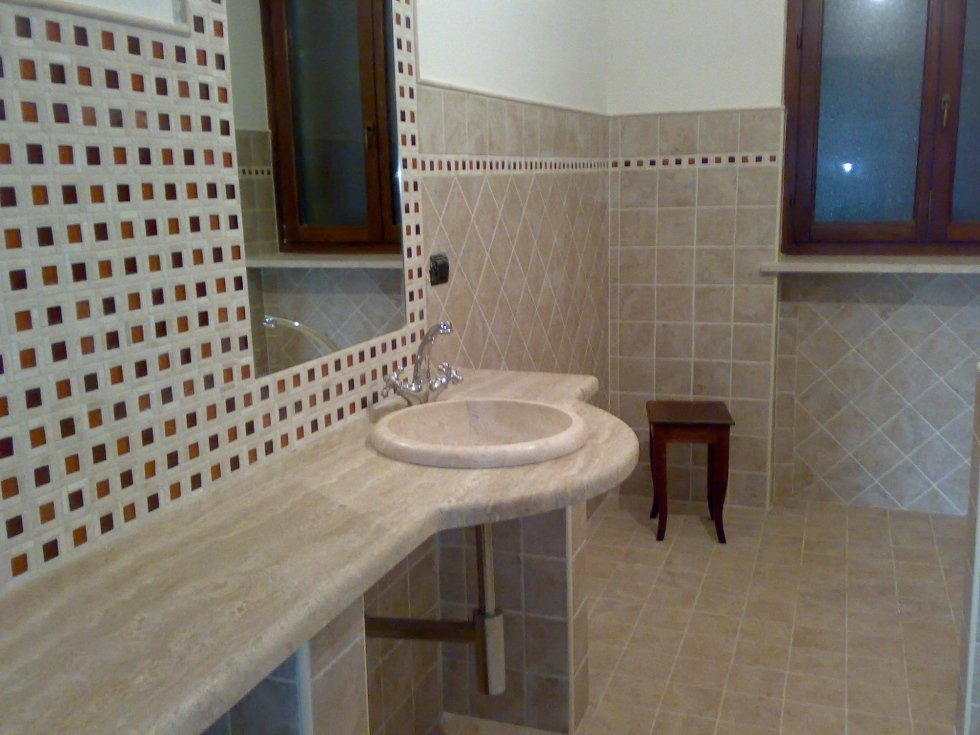 Top bagno e lavandino in marmo travertino Asti