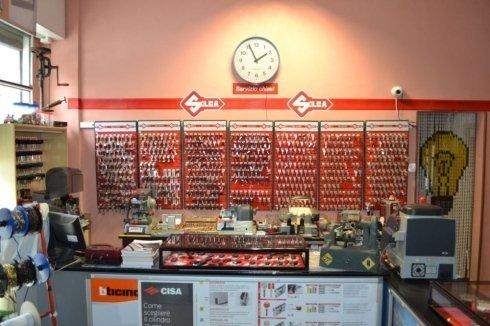 centro duplicazione chiavi, serrature, lucchetti, materiale elettrico
