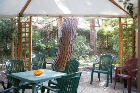 Aerea coperta giardino