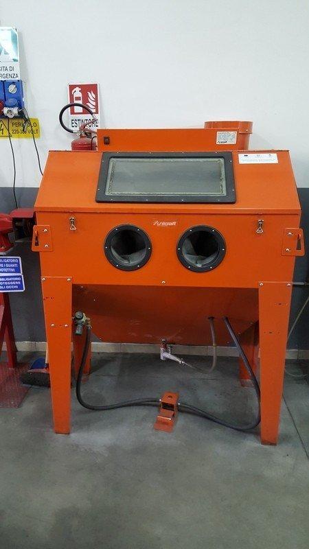 attrezzature utilizzata dal meccanico in autofficina