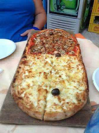 Pizza maxi formato rossa e bianca