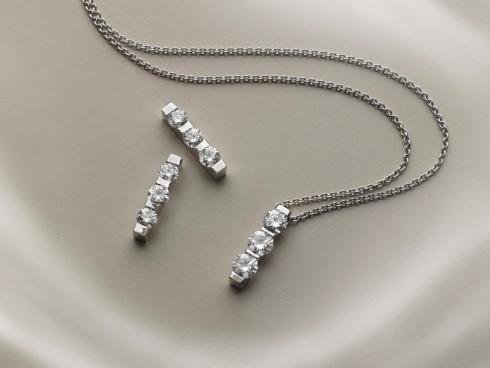 Catena sottile con pendente di diamanti