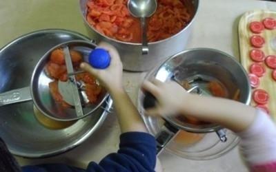 preparazione passata di pomodoro