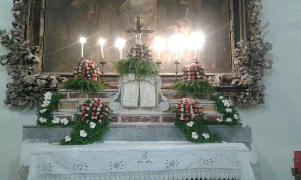 Decorazioni e addobbi floreali per cerimonie religiose
