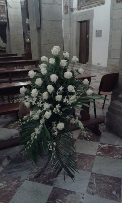 corona di rose bianche