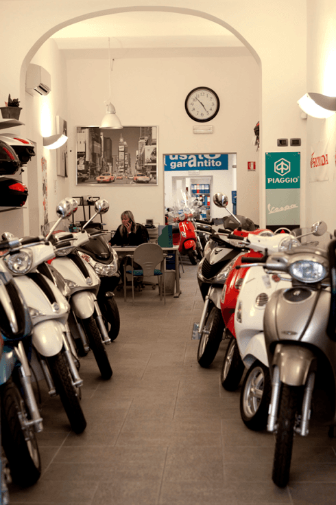 Esposizione motorini e scooter