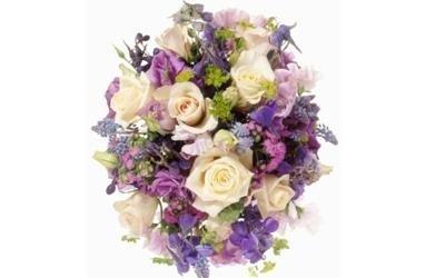 Composizione con fiori lillà