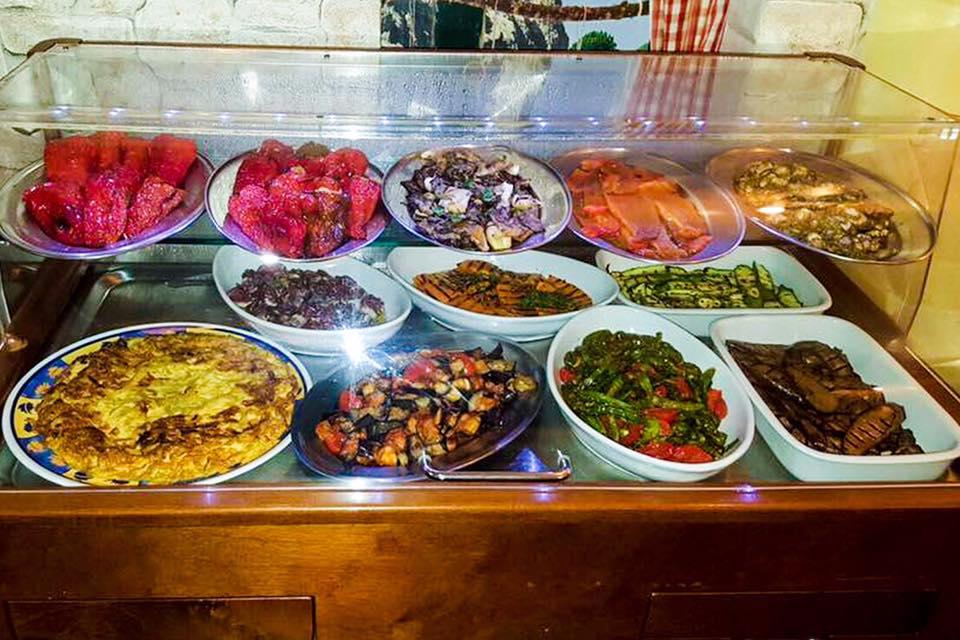 La locanda di Mimí a Caserta - banco antipasti e verdure