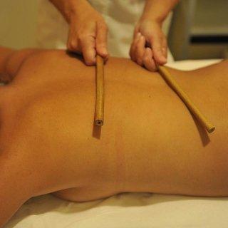 Massaggio con bambù