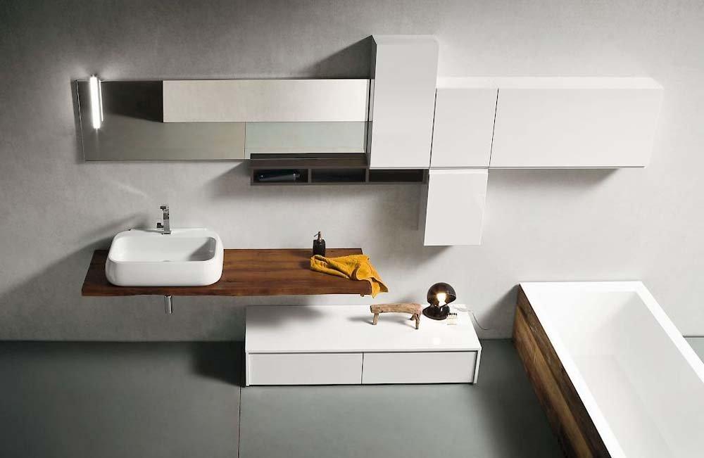 mobili bianchi in bagno
