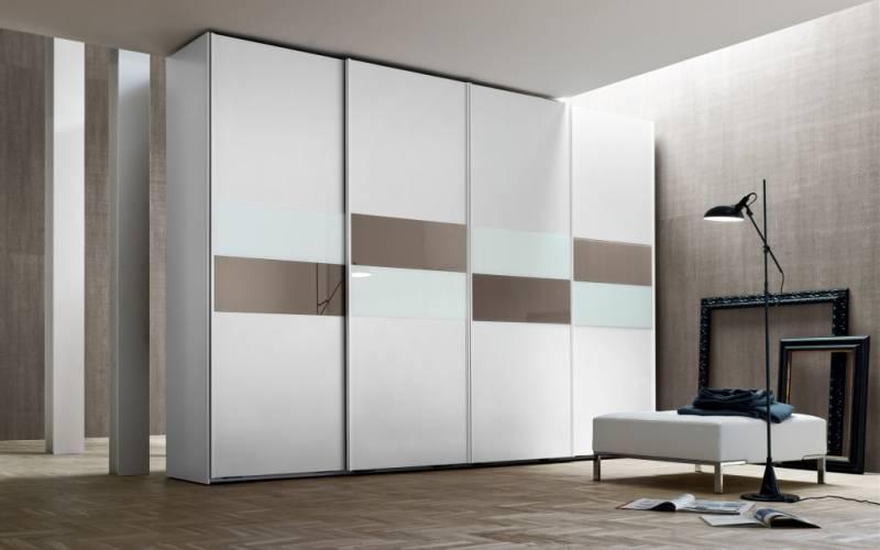 armadio bianco e legno