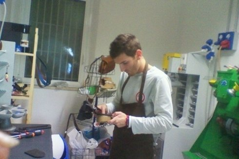 Calzolaio laboratorio calzature riparazioni borse cinture cecina toscana