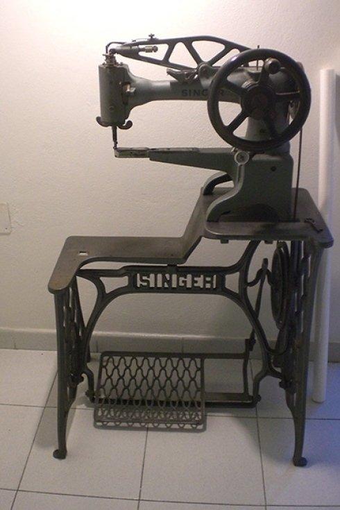 Macchina da cucire singer calzolaio laboratorio calzature cecina toscana