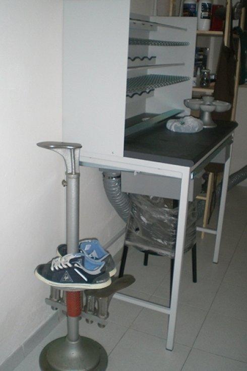 Laboratorio riparazioni calzature cecina