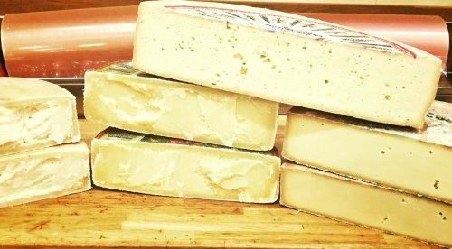 formaggio tagliato a metà