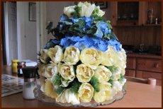 Floral arrangement for wedding cake