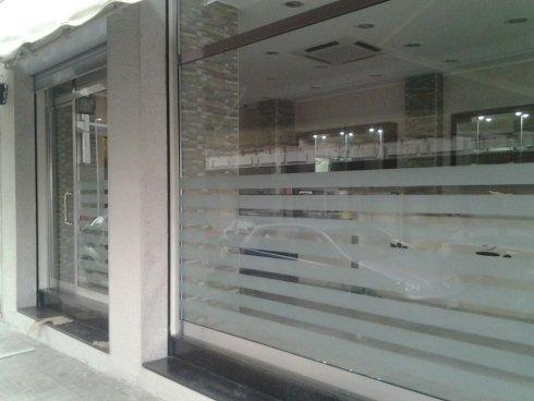 Le vetrine in alluminio con vetro satinato