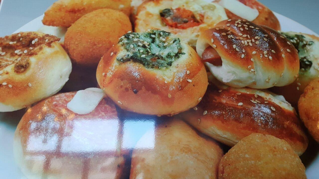Pezzi di rosticceria con farcitura di verdure