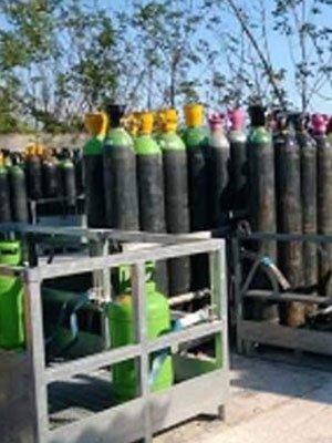 Diverse bombole di gas