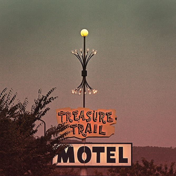 vintage motel sign kanab utah treasure trail