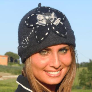 Cappelli donna ricamati a mano