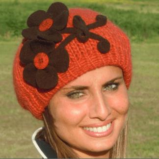 Cappelli donna in maglia con applicazioni