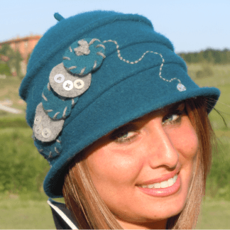 Cappelli ricamati a mano