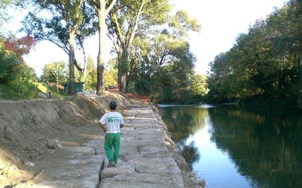 Costruzione argini per fiumi