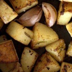 patatine, contorni al forno, verdure grigliate