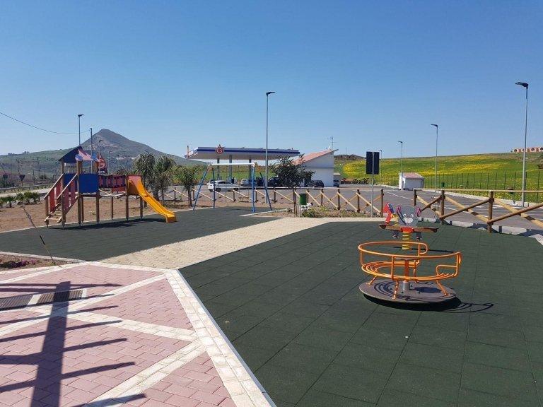 un parco giochi