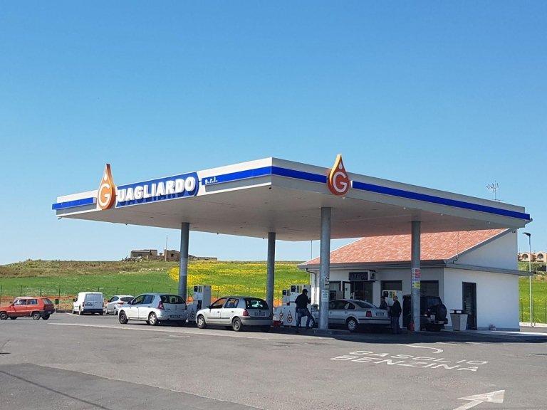 la stazione di rifornimento carburante Guagliardo srl
