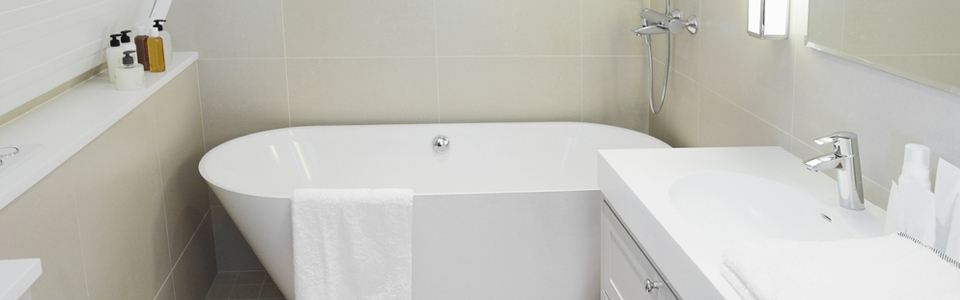 Small white bathroom with ceramic tiles