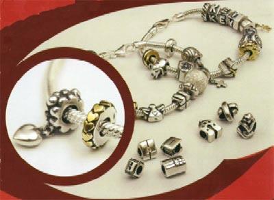 dei braccialetti d'argento e dei ricambi