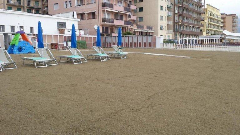 sdraio + ombrellone + cabina + servizio spiaggia