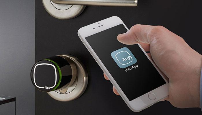 domotica - porta blindata con attivazione via smartphone