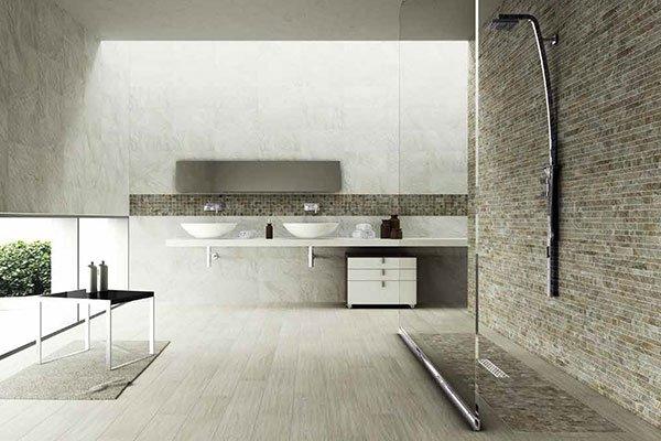 un bagno con doppi lavandini e un box doccia moderno