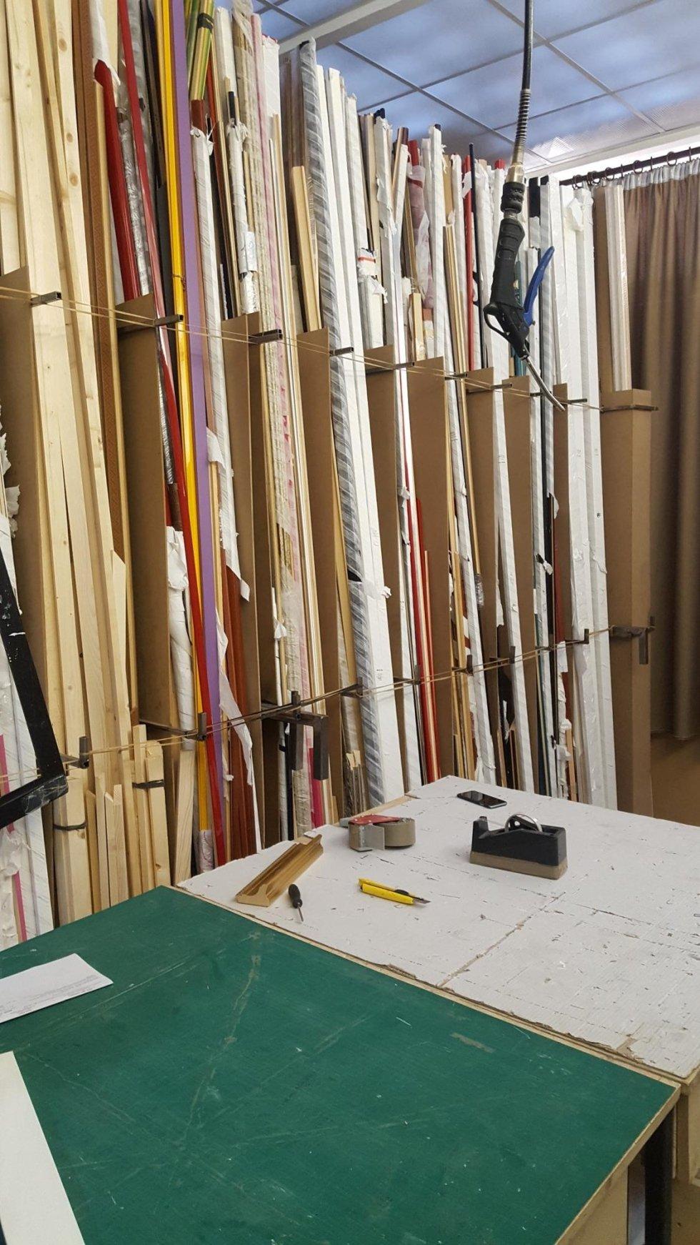 lavorazione cornici artigianale